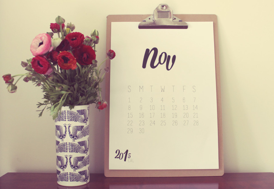 Calendar for November 2015 and vase of flowers